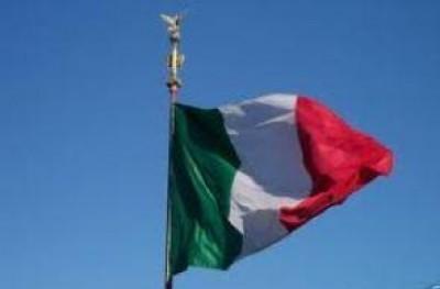PD a Perri.Il tricolore sugli edifici pubblici