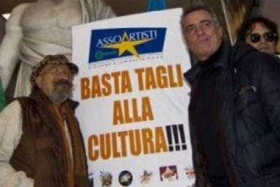 Lena F. Basta tagli alla cultura.