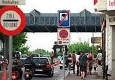 Protesta per il blocco degli scontrini fiscali dei frontalieri