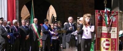 Cremona festeggia il 25 aprile 2012. Fischiati  Perri e Salini | Video