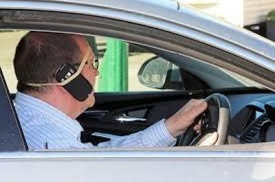 Roma La maggior parte degli automobilisti non usa i cellulari con auricolare
