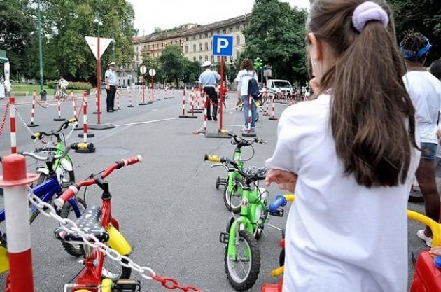 Ultima settimana di incontri con isola pedonale in piazza Castello a Milano