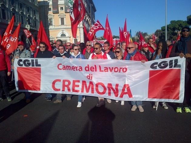500 cremonesi a Roma. La manifestazione della Cgil è per far cambiare le politiche a Renzi |M.Palmieri
