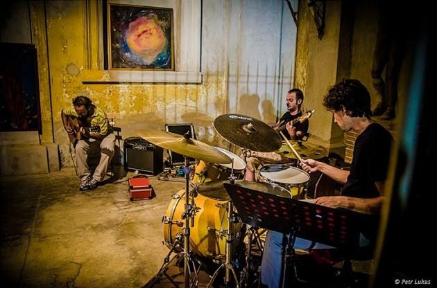 Domani ( domenica 16) da Quinto (Cremona)  il 'Filippo Cosentino Trio'