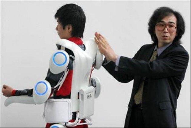 Giappone. Con un robot È riuscito ad alzarsi e a camminare