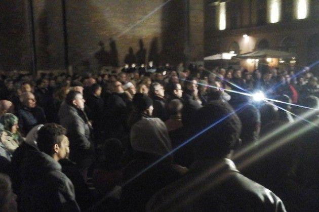 Mussulmani , Sikh e Cristiani parlano uniti alla manifestazione di Cremona 'Siamo tutti Parigi' (video)