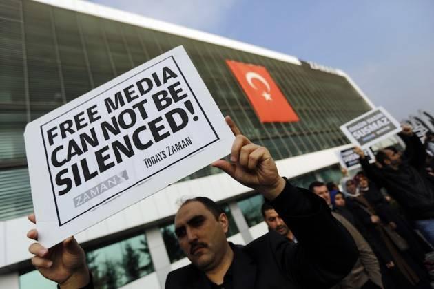 Turchia - L'arresto degli accademici intensifica la repressione della libertà d'espressione