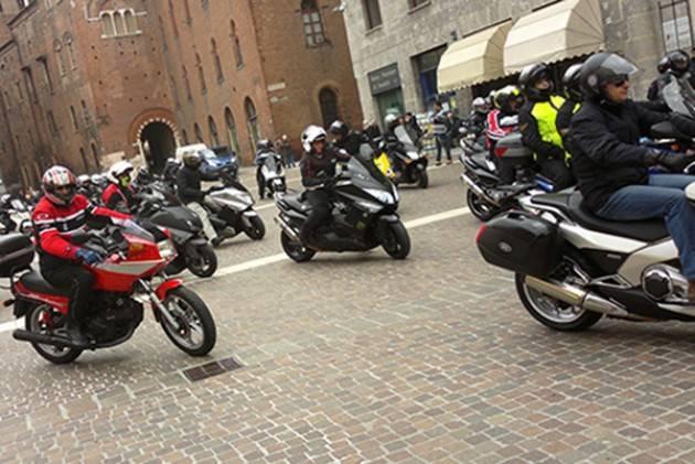 Genova, traffico urbano: poche auto e troppi scooter