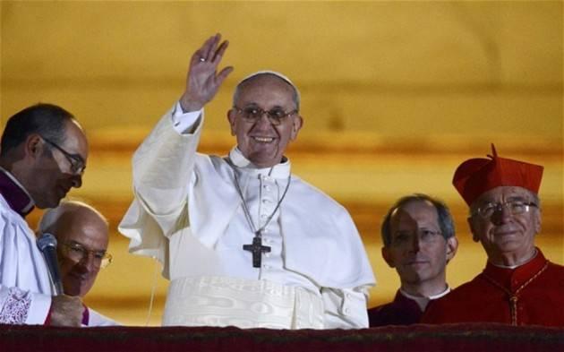 Accadde Oggi 13 marzo 2013 - Viene eletto papa Jorge Mario Bergoglio. La fumata bianca è alle 19.06 (VIDEO)