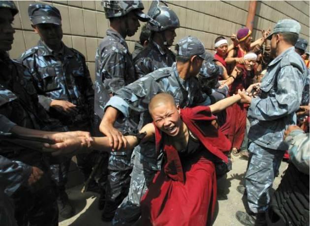 Accadde Oggi 14 marzo  2008 – Tibet: L'esercito Cinese spara sui monaci manifestanti; decine i morti.