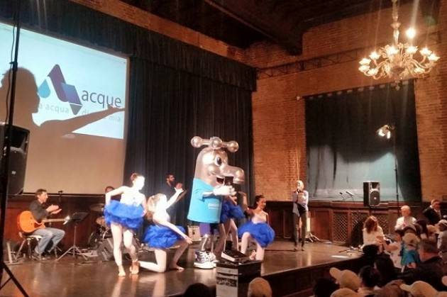 Giornata mondiale dell'acqua La mascotte 'GLU GLU' si presenta al Cittanova di Cremona
