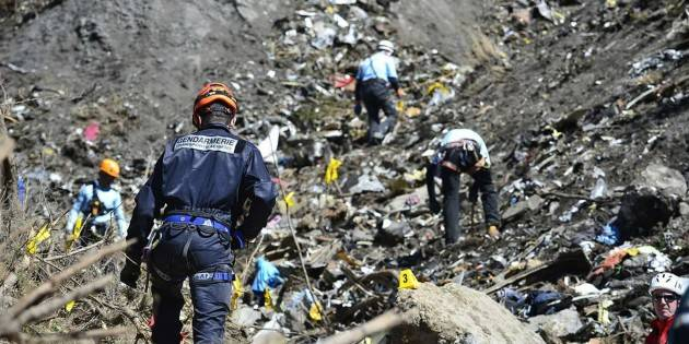 Accadde Oggi 24 marzo 2015 - Disastro aereo del Volo Germanwings 9525. (Video Elvis Presley)