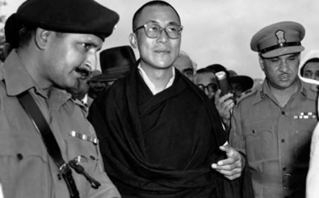 Accadde Oggi 28 marzo  1959 - La Cina blocca la rivolta tibetana; il Dalai Lama ripara in esilio in India