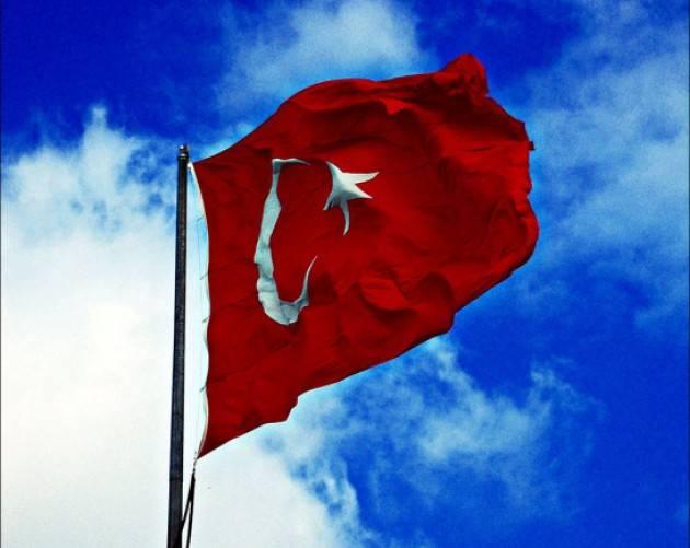 Accadde Oggi 13 aprile 2004 - Istanbul, Primo congresso dei democratici islamici, a cui partecipa il Primo Ministro turco Tayyip Erdogan