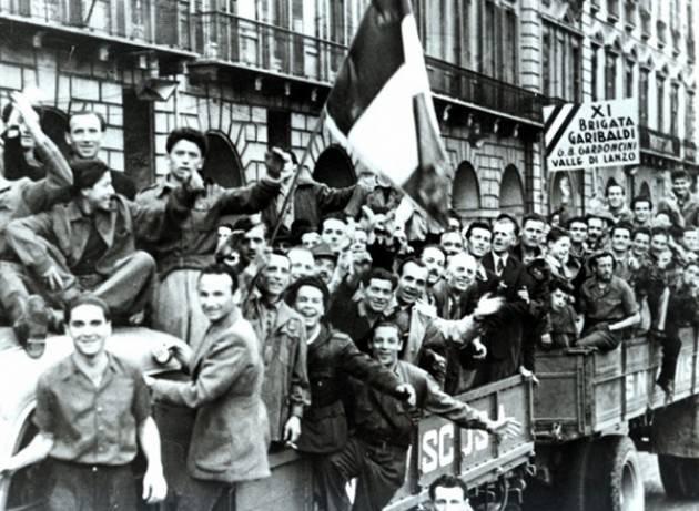 25 aprile a Milano, omaggio ai Caduti della Libertà