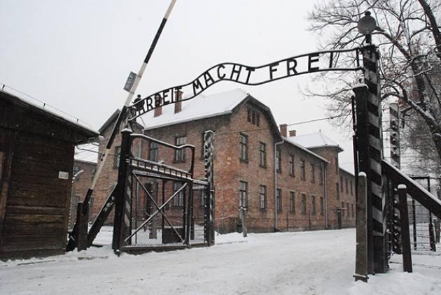 L'opposizione in Slovacchia propone gite scolastiche obbligatorie ad Auschwitz