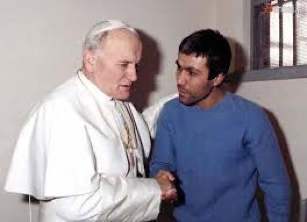 Accadde Oggi 13 maggio 1981 - Mehmet Ali Agca spara a Giovanni Paolo II (Video)