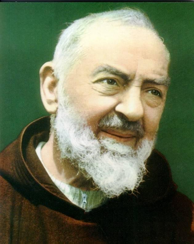 AccaddeOggi  #16 giugno 2002 – Papa Giovanni Paolo II proclama Padre Pio santo (Video Blues Brothers)
