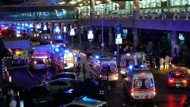 Aeroporto di Instambul. Almeno 36 morti e 147 feriti. Perché l'ISIS ha sferratto l'attacco?