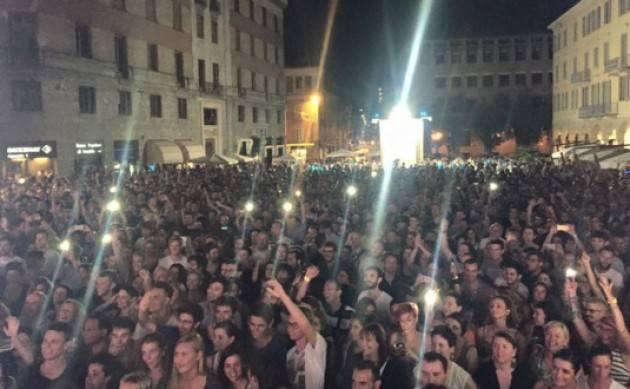 La telefonata con Santo Canale Cremona canta e balla nel primo Giovedì d'Estate con StraDJvari