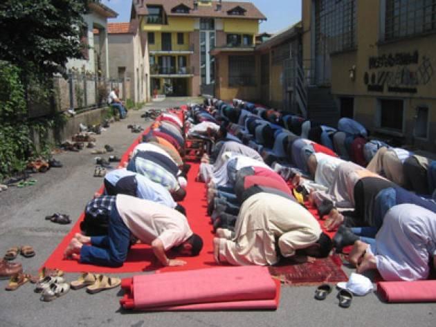 Una palestra per la preghiera dei fedeli del Comitato Musulmani di Bergamo