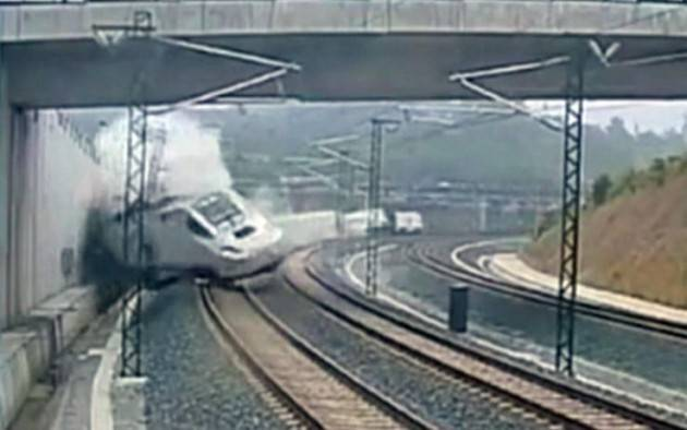 (Video) AccaddeOggi 25 luglio 2000 – Un Concorde si schianta e muoiono 113 | 2013 - Incidente ferroviario in Spagna, 79 vittime