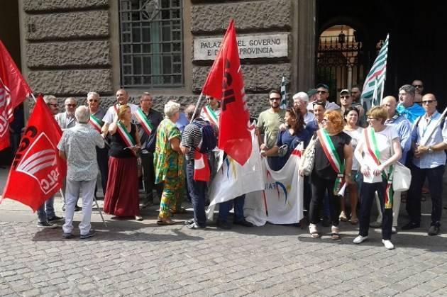 (Video) Cremona Il presidio di protesta dei lavoratori e dei Sindaci per i disservizi postali.
