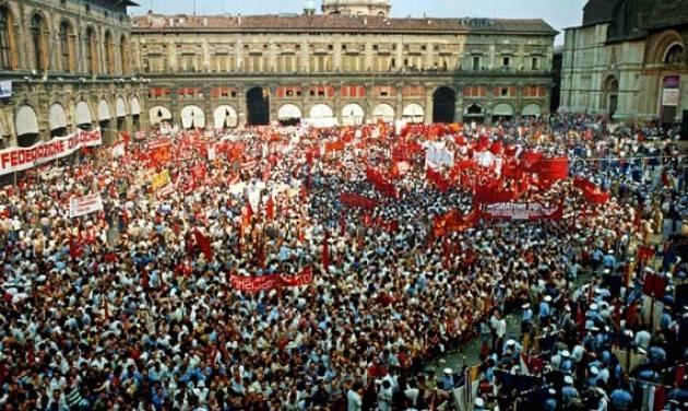 AccaddeOggi  #2agosto 1980 – Italia: alle ore 10.25 una bomba  fascista alla stazione di Bologna con 85 morti e 200 feriti.