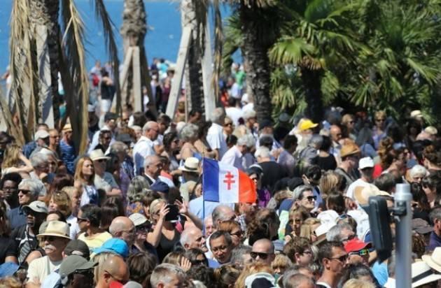 Nizza, stadio unito nel ricordo delle vittime della Promenade