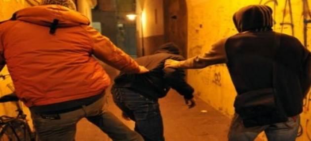 Varese - Giovanissimi spacciatori picchiavano chi non pagava