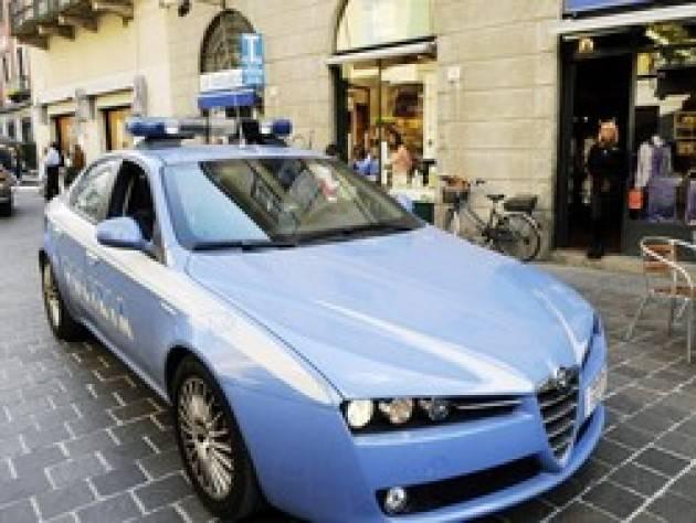 Como - Importuna i passanti, aggredisce gli agenti: arrestato!