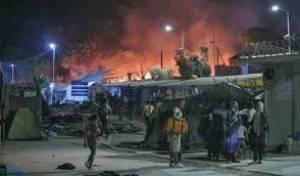 Amnesty Migliaia di rifugiati intrappolati sulle isole greche, in fiamme un campo a Lesbo
