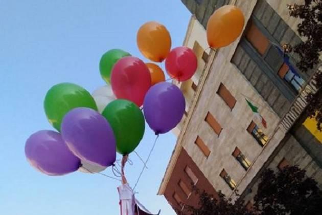 Il sindaco di Cremona Gianluca Galimberti  taglia il nastro della 25° Festa del Volontariato