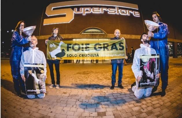 No alla vendita di FOIS GRASS Flashmob di Essere Animali a Milano