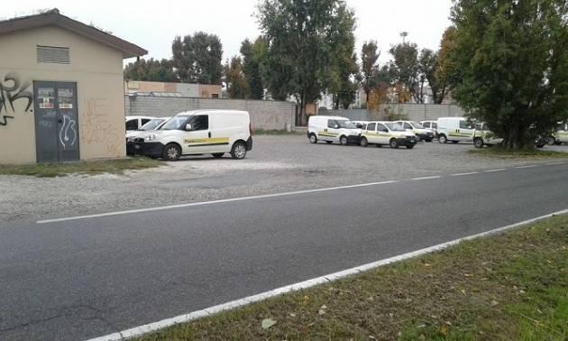 Cremona Il parcheggio di Via dei Cipressi diventa deposito privato delle auto delle Poste Italiane Come mai?