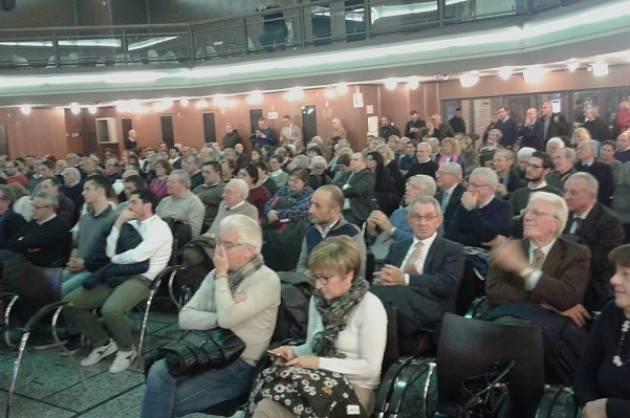 (Video) Cremona Basta un SI standing ovation per Mario Coppetti (103 anni) all'incontro con la Boschi