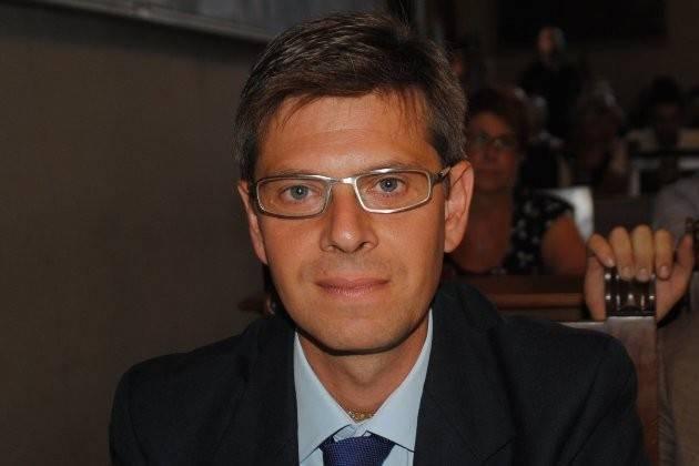 Toninelli M5S dice che la Boschi dovrebbe essere presa a schiaffi No alla violenza in politica di Luigi Lipara