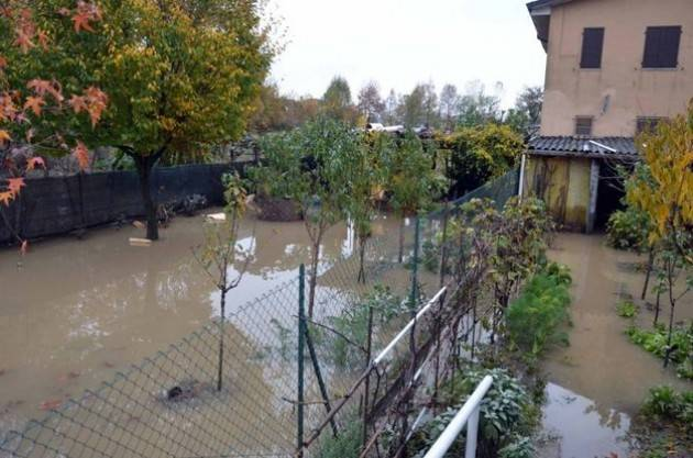 Maltempo, tagliati gli argini sul Po: acque in golena a San Rocco (Lodi)