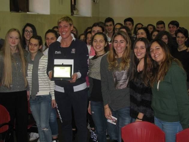 Uisp Cremona Consegna a Lucia Bacchi Targa Premio Mimosa 2016