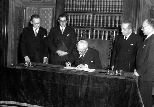 AccaddeOggi 22 dicembre 1947 – Italia – L'Assemblea Costituente approva la Costituzione italiana