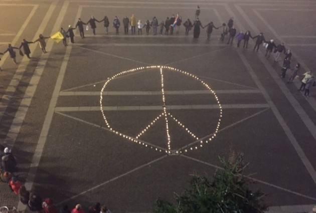 (Video) Successo del Flash Mob 'Cremona con Aleppo'.Interventi,poesie e manifestazione