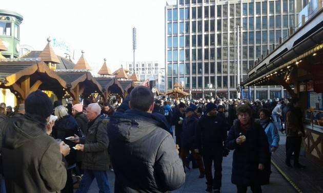 Buon Natale e Buon 2017 Accoglienza ed integrazione Ha ragione la Merkel di Gian Carlo Storti