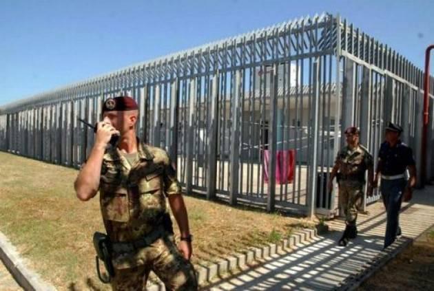 Il Ministro Minniti riapre  i CIE Protesta di 'LasciateCIEntrare'