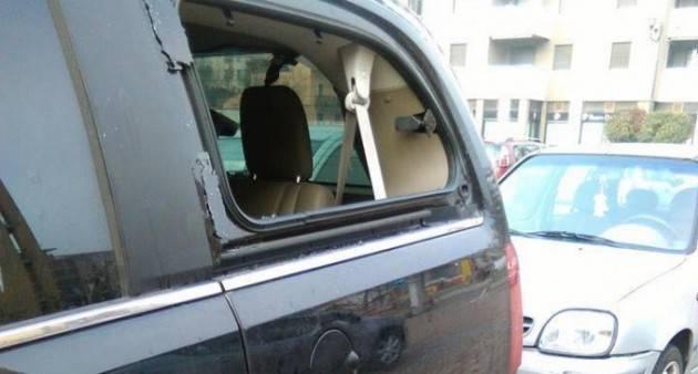 Como - Danneggia le auto in un parcheggio