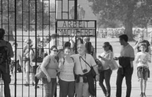 (Audio-Video) Il film Il dubbio etico di visitare i campi di sterminio di Emanuele Di Nicola