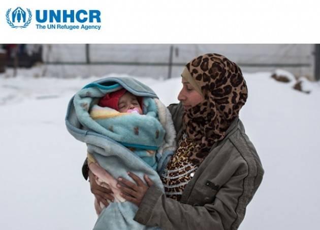 Una coperta può salvare la vita di un piccolo rifugiato