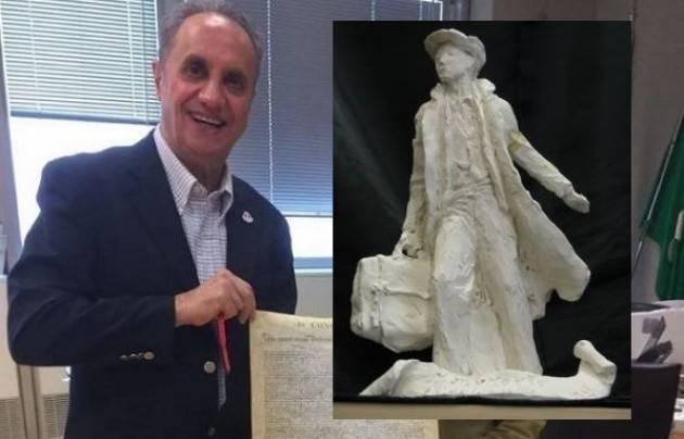 Filitalia I Padovani nel Mondo donano a Pasquale Nestico un modello della Statua dedicata agli Emigranti
