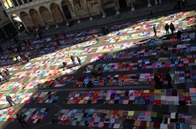 Viva Vittoria colora la piazza del Comune  di Cremona  vendute circa 650 coperte