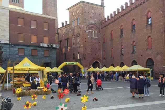 """Cremona, con Campagna Amica cocktail al miele e """"caciotta della solidarietà"""""""