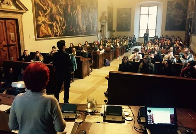 Cremona Galimberti saluta i ragazzi che parteciperanno al Viaggio della Memoria